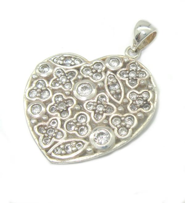 Stříbrný přívěsek s kamínky zirkon srdce