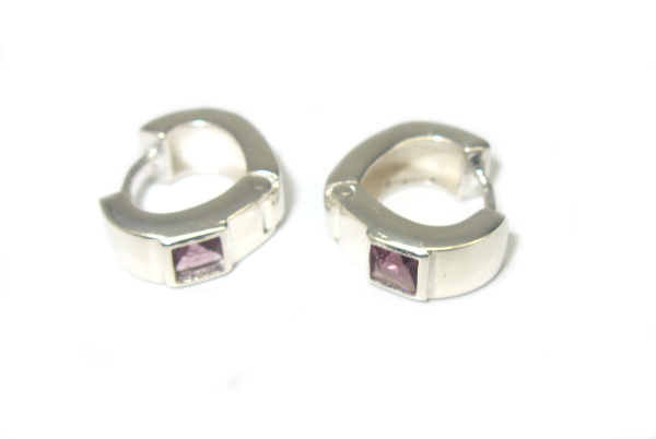 Stříbrné náušnice 925/1000 klapačky s fialovým kamínkem