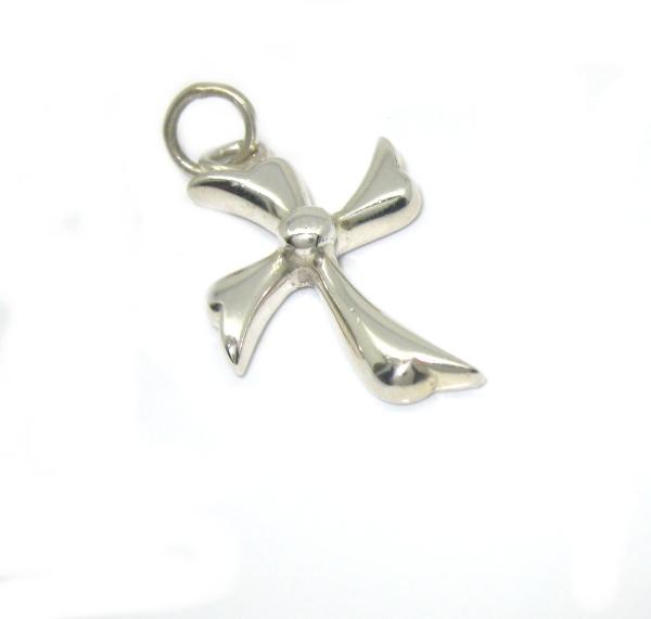 Stříbrný přívěsek kříž bez kamínku tvarovaný