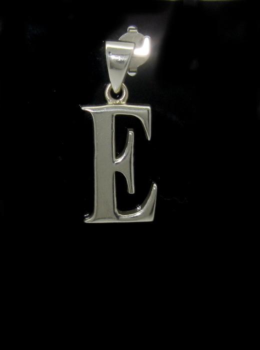 stříbrný přívěsek písmeno E