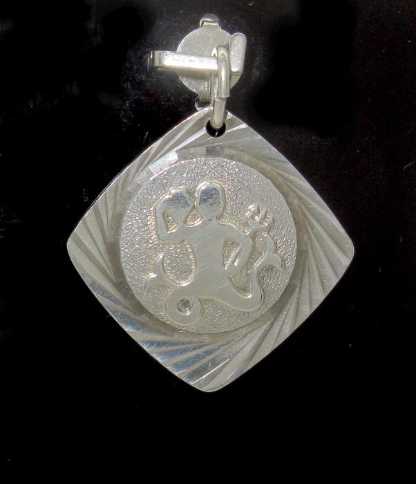 Stříbrný přívěsek vodnář měsíční znamení kosočtverec