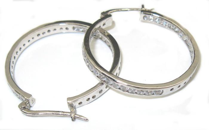 Stříbrné náušnice kruhy vykládané kamínky zirkon, povrchová úprava rho