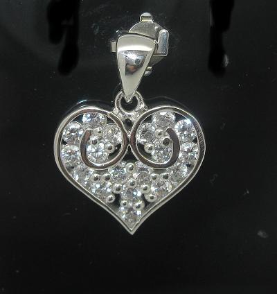 stříbrný přívěsek srdce s kamínky zirkon rhodiované