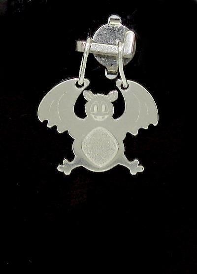 Stříbrný přívěsek netopýr zdobení laserem
