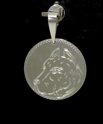 Stříbrný přívěsek pes zdobení laserem