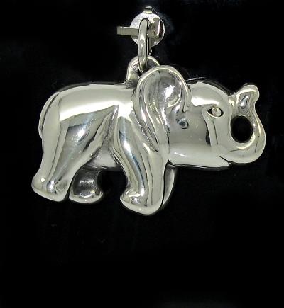 Stříbrný přívěsek slon menší lesklý
