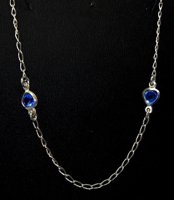 Stříbrné řetízky na nohu s přívěsky modré kaminky tvar srdce