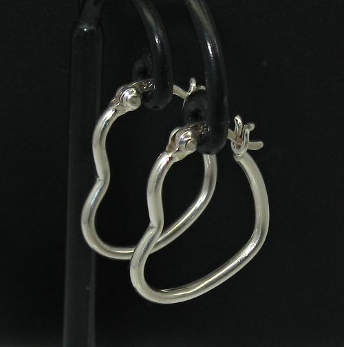 Stříbrné náušnice bez kamínku ve tvaru srdce zaklapávací