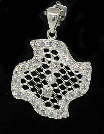 Stříbrný přívěsek se zirkony tvar vějíř s drobnými zirkony