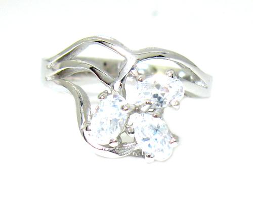 Stříbrný prsten se zirkony povrchová úprava rhodium typ tvarovaný