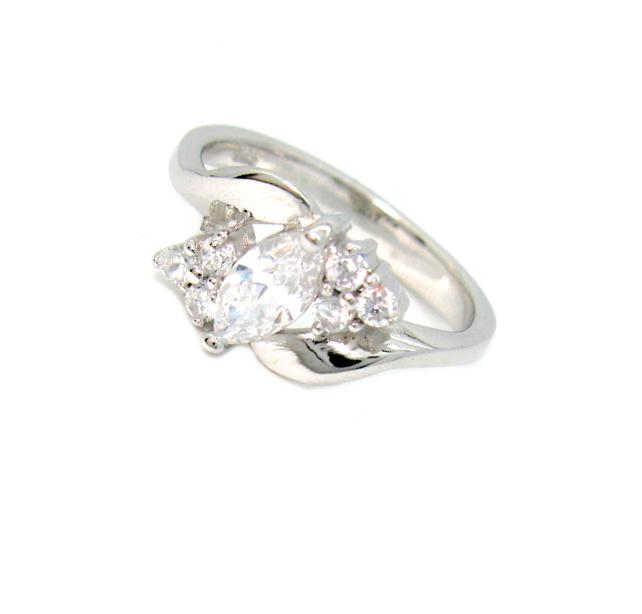 Stříbrný prsten se zirkony povrchová úprava rhodium velikost 56